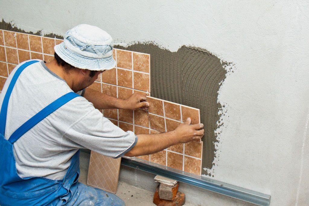 Укладка плитки на стену своими руками в ванной