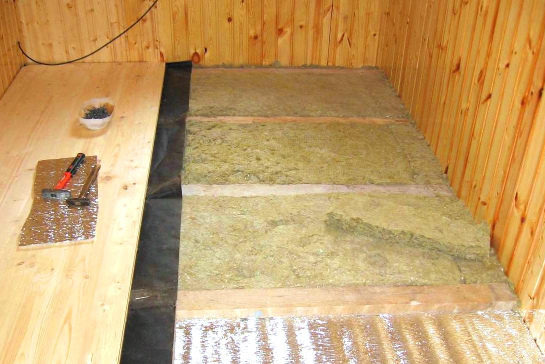 Правильно утеплить потолок и бане